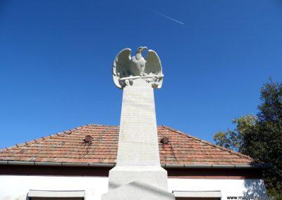 Somlószőlős I. világháborús emlékmű felújítás után 2015.10.02. küldő-Méri (1)