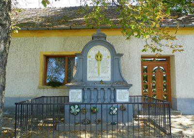 Somlóvecse világháborús emlékmű 2015.10.02. küldő-Méri (5)