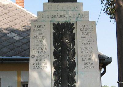 Somogyaszaló világháborús emlékmű 2007.08.06. küldő-kalyhas (3)