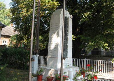Somogyaszaló világháborús emlékmű 2007.08.06. küldő-kalyhas (7)