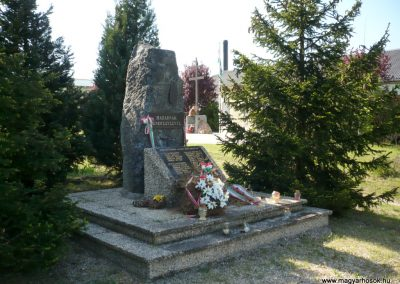 Somogybabod világháborús emlékmű 2010.04.29. küldő-Sümec (1)