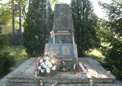 Somogybabod világháborús emlékmű 2010.04.29. küldő-Sümec (2)