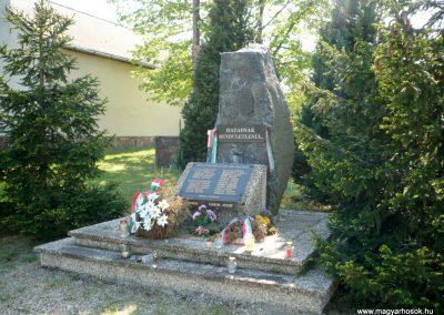 Somogybabod világháborús emlékmű 2010.04.29. küldő-Sümec (6)
