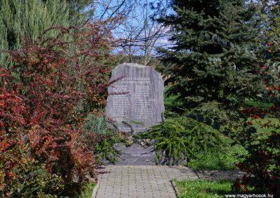 Somogycsicsó világháborús emlékmű 2014.10.18. küldő-Huber Csabáné