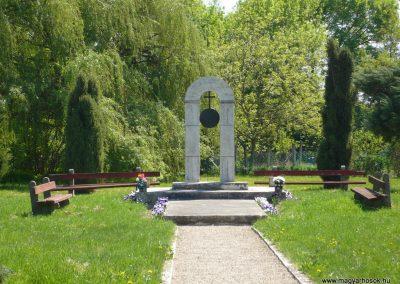 Somogyszentpál világháborús emlékmű 2009.04.21.küldő-Sümec