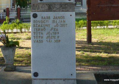 Somogyudvarhely világháborús emlékmű 2009.05.12. küldő-Sümec (10)