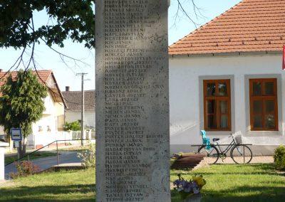 Somogyudvarhely világháborús emlékmű 2009.05.12. küldő-Sümec (4)