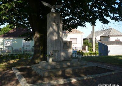 Somogyudvarhely világháborús emlékmű 2009.05.12. küldő-Sümec