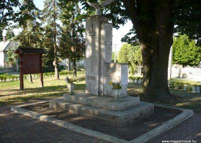 Somogyudvarhely világháborús emlékmű 2009.05.12. küldő-Sümec (7)