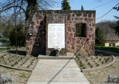 Somogyvámos hősi emlékmű 2013.04.15. küldő-Sümec (4)