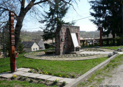 Somogyvámos hősi emlékmű 2013.04.15. küldő-Sümec