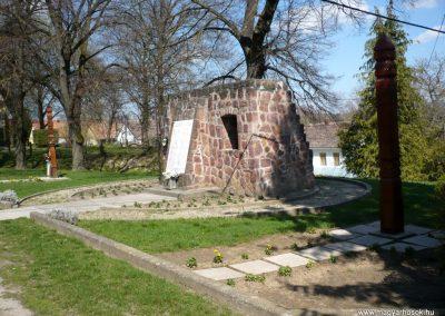 Somogyvámos hősi emlékmű 2013.04.15. küldő-Sümec (8)
