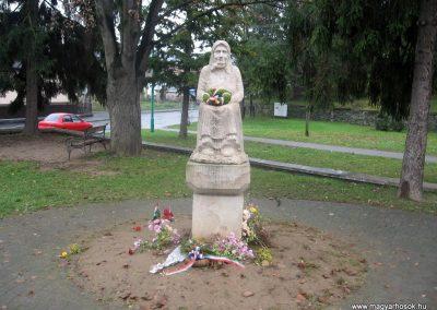 Somoskőújfalu hősök emlékműve 2009.11.15. küldő-kalyhas (1)