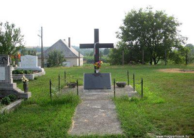 Szápár Hősi emlékmű 2010 07.22. küldő-kalyhas
