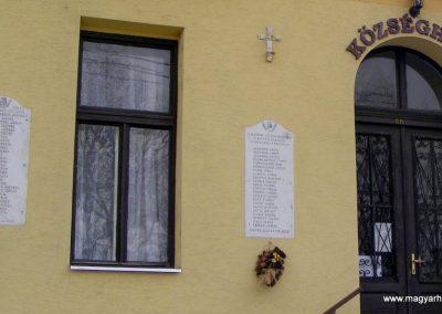 Szár világháborús emléktáblák 2012.04.15. küldő-Méri (1)