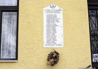 Szár világháborús emléktáblák 2012.04.15. küldő-Méri (3)