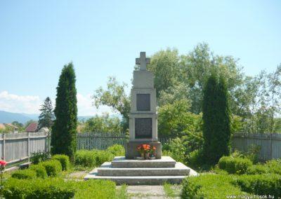Szászfalu világháborús emlékmű 2011.06.23. küldő-Ágca (1)
