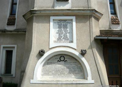 Szászrégen világháborús emléktáblák a ref. templom oldalán 2011.06.20. küldő-Ágca (1)
