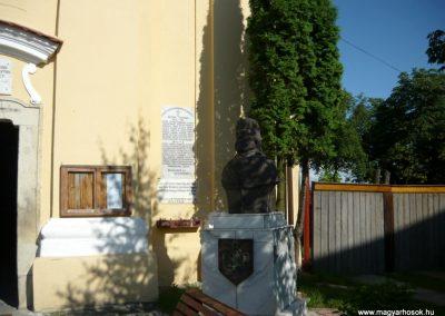 Szászrégen világháborús emléktábla a róm.kat. templom falán 2011.06.20. küldő-Ágca (2)