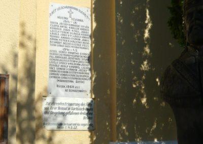 Szászrégen világháborús emléktábla a róm.kat. templom falán 2011.06.20. küldő-Ágca (3)