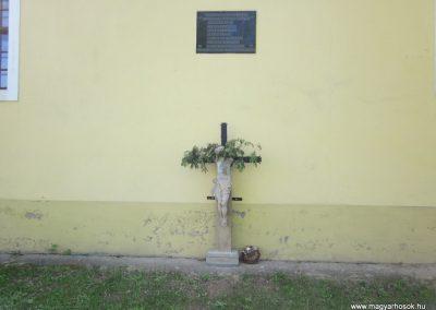 Szátok II.világháborús emléktábla 2012.04.25. küldő-kalyhas (1)
