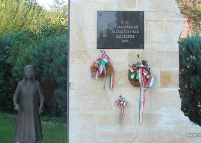 Százhalombatta II.vh emlékmű 2008.08.14. küldő-Huszár Peti (1)