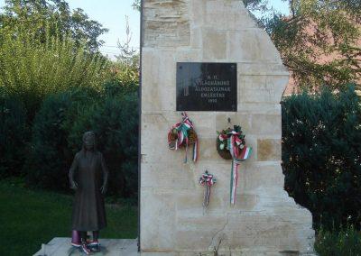 Százhalombatta II.vh emlékmű 2008.08.14. küldő-Huszár Peti