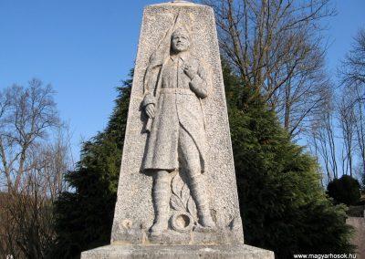 Szécsény-Benczurfalva világháborús emlékmű 2011.03.12. küldő-kalyhas (2)