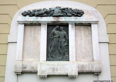 Szécsény I.vh emlékmű 2011.07.02. küldő-kalyhas (2)