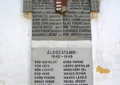 Szécsényfelfalu világháborús emléktáblák 2011.03.12. küldő-kalyhas (2)