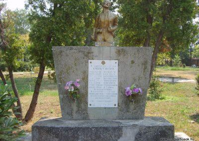 Székelykeve hősi emlékmű 2007.07.30.küldő-1526