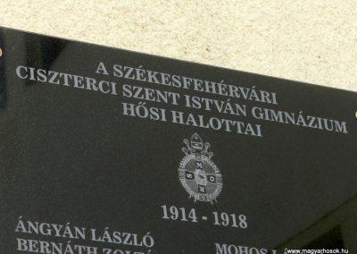 Székesfehérvár Ciszteri Gimnázium I. világháborús emléktábla 2014.09.30. küldő-Huber Csabáné (1)