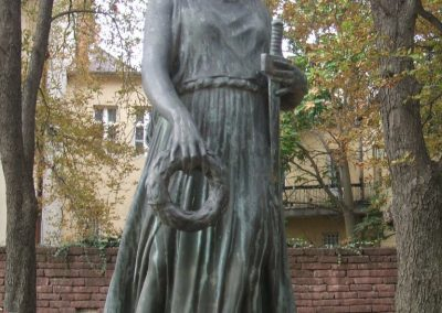 Székesfehérvár Felső Kereskedelmi Iskola világháborús emlékműve 2009.10.20. küldő-Mimóza (1)