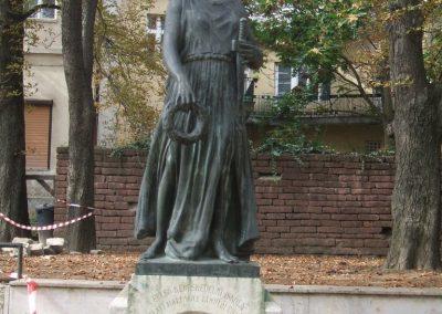 Székesfehérvár Felső Kereskedelmi Iskola világháborús emlékműve 2009.10.20. küldő-Mimóza