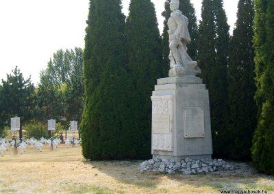 Székesfehérvár Szentlélek katonai temető világháborús emlékművek és sírok 2012.08.25. küldő-Mimóza (11)