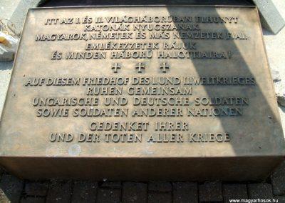 Székesfehérvár Szentlélek katonai temető világháborús emlékművek és sírok 2012.08.25. küldő-Mimóza (13)