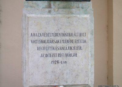 Székesfehérvár Ybl Miklós Gimnázium világháborús emlékműve 2009.10.20. küldő-Mimóza (2)