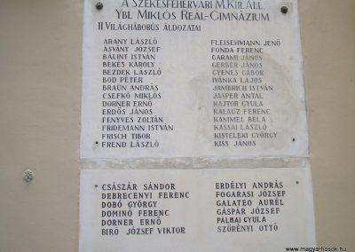 Székesfehérvár Ybl Miklós Gimnázium világháborús emlékműve 2009.10.20. küldő-Mimóza (5)