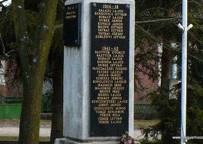 Szögliget világháborús emlékmű 2009.03.07.külő-Gombóc Arthur (2)