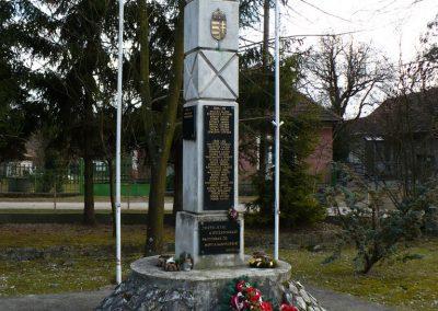 Szögliget világháborús emlékmű 2009.03.07.külő-Gombóc Arthur (5)