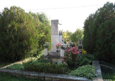 Szücsi világháborús emlékmű 2008.10.13.küldő-kalyhas (3)