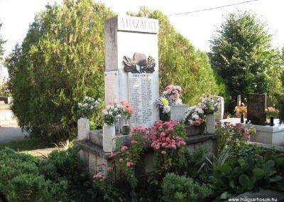 Szücsi világháborús emlékmű 2008.10.13.küldő-kalyhas (5)