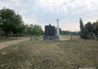 Szőc világháborús emlékmű 2013.08.22. küldő-kalyhas (1)