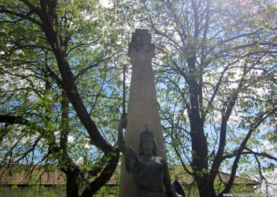 Sződ I.vh emlékmű 2012.04.20. küldő-kalyhas (2)