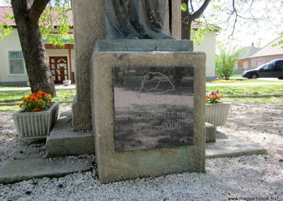 Sződ I.vh emlékmű 2012.04.20. küldő-kalyhas (4)