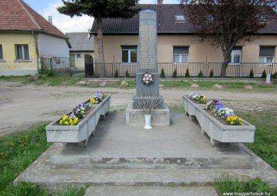 Sződ II.vh emlékmű 2012.04.20. küldő-kalyhas (1)