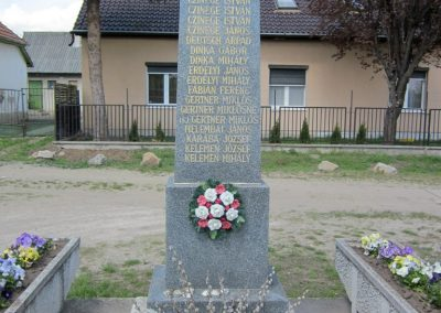 Sződ II.vh emlékmű 2012.04.20. küldő-kalyhas (2)