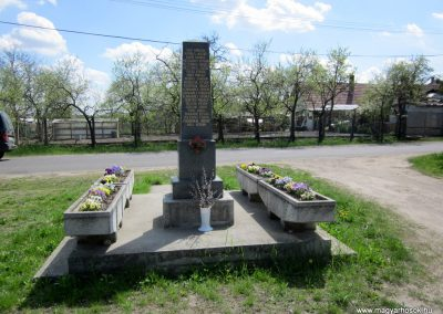 Sződ II.vh emlékmű 2012.04.20. küldő-kalyhas (4)