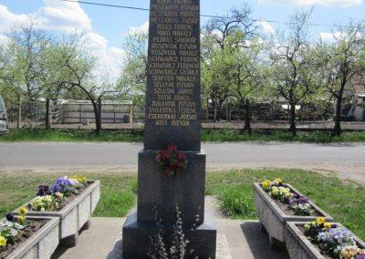 Sződ II.vh emlékmű 2012.04.20. küldő-kalyhas (5)