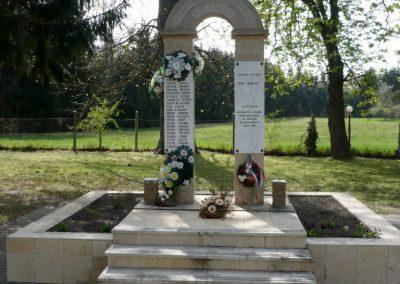 Szőkedencs II.vh emlékmű 2012.04.05. küldő-sümec (1)